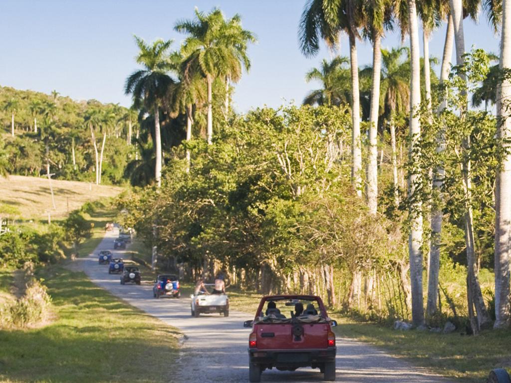 Programa para grupos en Cuba - Jeep Tour to Central part